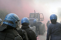 -  Milano, sgombero del centro sociale ZAM nel quartiere Barona <br />