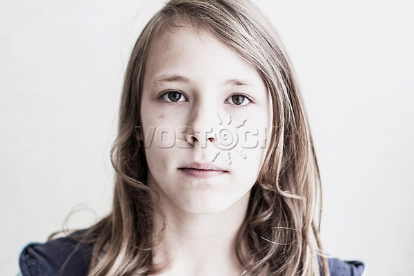 Maedchen, Hartz IV, Bochum<br /> *** HighRes auf Anfrage *** Voe nur nach Ruecksprache mit dem Fotografen *** Sonderhonorar ***<br /> <br /> Engl.: Europe, Germany, Bochum, unemployment benefit, Hartz IV, unemployed, unemployment, poverty, poor, social benefits, girl, child, portrait, 20 June 2012<br /> <br /> ***Highres on request***publication only after consultation with the photographer***special fee***