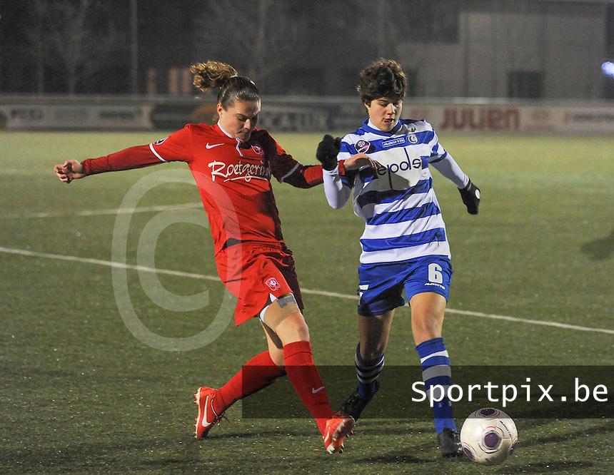 AA GENT LADIES - FC TWENTE :<br /> Duel tussen Isabelle Iliano (R) en Sherida Spitse (L)<br /> foto Dirk Vuylsteke / Nikonpro.be