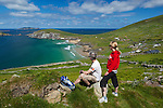 Ireland, County Kerry, The Dingle Peninsula: View over Slea Head to Blasket Sound and islands with two walkers | Irland, County Kerry, Dingle Halbinsel, Blick ueber Slea Head zum Blasket Sound mit zwei Wanderern