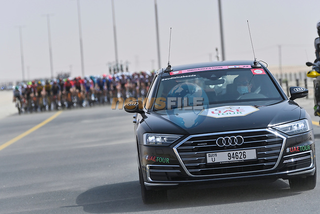 Race Director in front of the peloton during Stage 1 of the 2021 UAE Tour the ADNOC Stage running 176km from Al Dhafra Castle to Al Mirfa, Abu Dhabi, UAE. 21st February 2021.  <br /> Picture: LaPresse/Fabio Ferrari | Cyclefile<br /> <br /> All photos usage must carry mandatory copyright credit (© Cyclefile | LaPresse/Fabio Ferrari)