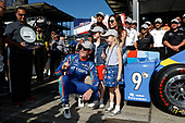 Verizon IndyCar Series<br /> Indianapolis 500 Qualifying<br /> Indianapolis Motor Speedway, Indianapolis, IN USA<br /> Sunday 21 May 2017<br /> Scott Dixon, Chip Ganassi Racing Teams Honda places the Verizon P1 Pole Award sticker with help from wife Emma and daughters Tilly and Poppy<br /> World Copyright: Michael L. Levitt<br /> LAT Images<br /> ref: Digital Image levitt-0517-ims_50121