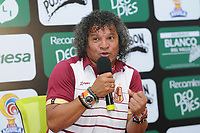 CALI - COLOMBIA - 24 - 09 - 2017: Alberto Gamero, técnico de Deportes Tolima, durante rueda de prensa después de partido de la fecha 13 entre Deportivo Cali y Deportes Tolima, por la Liga Aguila II- 2017, jugado en el estadio Deportivo Cali (Palmaseca) de la ciudad de Cali. / Alberto Gamero, coach of Deportes Tolima, speaks with the media after the match of the date 13th between Deportivo Cali and Deportes Tolima, for the Liga Aguila II- 2017 at the Deportivo Cali (Palmaseca) stadium in Cali city. Photo: VizzorImage  / Nelson Rios / Cont.