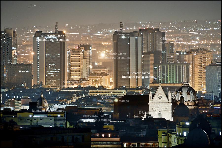 - NAPOLI 20 FEB    2014 - panoramica  centro direzionale  di notte