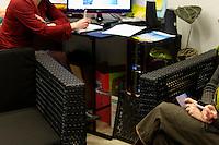 Apres la randonnees, les observateurs font part de leurs observations sur la base de cliches pris par quelques randonneurs auquels ont ete confies des appareils.