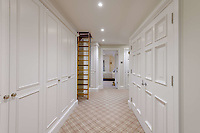 BNPS.co.uk (01202) 558833. <br /> Pic: TailorMade/BNPS<br /> <br /> Pictured: Hallway. <br /> <br /> A multi-millionaire is hoping to have a shot at selling his luxury mansion - by throwing a hi-tech golf simulator into the deal.<br />  <br /> Golf-loving Barry Bester put the waterfront property on Sandbanks, Dorset, on the market for £11m last year.<br />  <br /> He is now offering his £40,000 state-of-the-art simulator he has had built on the grounds with the sale.