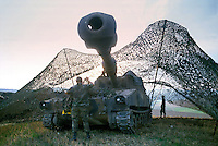 - US Army, self propelled M 109 guns during  NATO exercises in Germany....- US Army, cannoni semoventi M 109 durante esercitazioni NATO in Germania