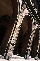 Europe/Italie/Emilie-Romagne/Bologne : Arcades de l'église St-Bartholome