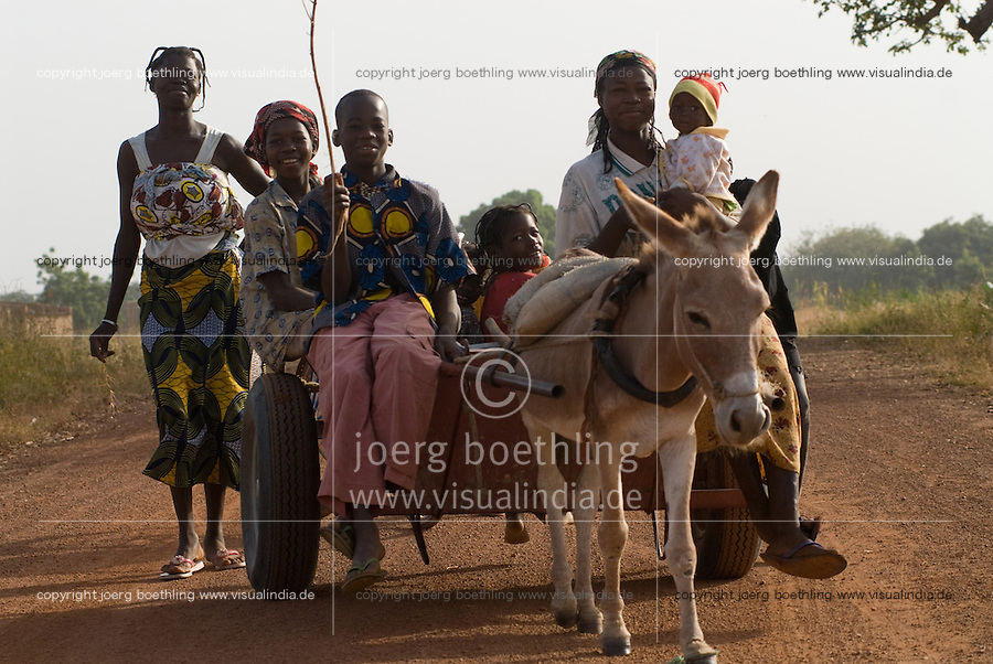 BURKINA FASO, people with donkey kart, the common transport in rural areas / Burkina Faso, Menschen mit Eselskarren