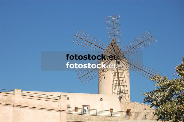 Garleta wind mill<br /> <br /> Molino de Garleta (cat.: Molí d'en Garleta)<br /> <br /> Garleta Windmühle<br /> <br /> 3008 x 2000 px<br /> 150 dpi: 50,94 x 33,87 cm<br /> 300 dpi: 25,47 x 16,93 cm