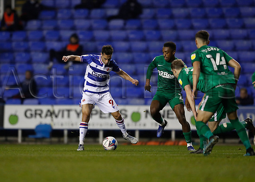 4th November 2020; Madejski Stadium, Reading, Berkshire, England; English Football League Championship Football, Reading versus Preston North End; Sam Baldock of Reading is marked by Darnell Fisher of Preston North End