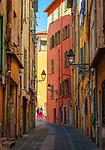 Frankreich, Provence-Alpes-Côte d'Azur, Menton: Altstadtgasse   France, Provence-Alpes-Côte d'Azur, Menton: old town lane