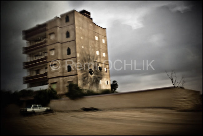 © Remi OCHLIK/IP3 - April the 1st  Between Ajdabiya and Brega - Frontline - The rebels are being shelled by the Kadhafi forces