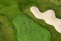 Green: EUROPA, DEUTSCHLAND, SCHLESWIG- HOLSTEIN, GLINDE, (GERMANY), 05.09.2008:Vier Golfer auf dem Golfplatz. Deutschland, Schleswig, Holstein, Glinde,  Rasen, Gruenwiese, Wiese, Gras, gruen, Gruenanlage, Gruenanlagen, Platz, Golf, Sport, Sportanlage, Golfsport, Sportart, Freizeit, Freizeitsport, Freizeitbeschaeftigung, Hobby, Hobbies, unternehmen, Menschen, Person, Golfspieler, Golfspiel, Golfplatz, Golfplaetze, Spiel, spielen, Spieler, golfen, schlagen, Sandloch, Sandloecher, Bunker, Sandbunker, Sand, Luftbild, Luftansicht, Luftaufnahme, Draufsicht, Flugbild, Flugaufnahme . c o p y r i g h t : A U F W I N D - L U F T B I L D E R . de.G e r t r u d - B a e u m e r - S t i e g 1 0 2, 2 1 0 3 5 H a m b u r g , G e r m a n y P h o n e + 4 9 (0) 1 7 1 - 6 8 6 6 0 6 9 E m a i l H w e i 1 @ a o l . c o m w w w . a u f w i n d - l u f t b i l d e r . d e.K o n t o : P o s t b a n k H a m b u r g .B l z : 2 0 0 1 0 0 2 0  K o n t o : 5 8 3 6 5 7 2 0 9.V e r o e f f e n t l i c h u n g n u r m i t H o n o r a r n a c h M F M, N a m e n s n e n n u n g u n d B e l e g e x e m p l a r !.