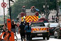 São Paulo , SP, 16.05.2021 -  Cortejo Fúnebre Bruno Covas -SP - Pessoas acompanham o Cortejo  Fúnebre em homenagem ao Prefeito Bruno Covas (PSDB), cruza toda a av.Paulista na tarde deste domingo (16) . O prefeito Bruno Covas faleceu na manhã deste domingo aos 41 anos de idade em decorrência de um câncer  .