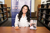 """WASHINGTON, DC - MARCH 28: Radio personality and author Vildana Sunni Puric signs copies of her released title book """"Still I Shine"""" at Barnes & Noble Howard University on March 28, 2019 in Washington, DC. (Photo by Brian Stukes/ON-SITEFOTOS)"""