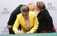 BOGOTA -COLOMBIA. 14-03-2014. Las candidatas presidenciales Clara Lopez  (Centro) y Aida Abella de la izquierda colombiana se unieron como formula para los comicios presidenciales 2014 -2018 ,su inscripcion se hizo ante  el registrador nacional Carlos Ariel Sanchez  / The presidential candidate Clara Lopez (Center) and Aida Abella of the Colombian left joined as formulated for the presidential election 2014 -2018, his registration was made before the National Registrar Carlos Ariel Sanchez.   Photo: VizzorImage/ Felipe Caicedo / Staff