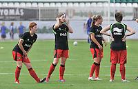 Hungary - Hongarije : UEFA Women's Euro Qualifying group stage (Group 3) - 20/06/2012 - 17:00 - szombathely  - : Hungary ( Hongarije ) - BELGIUM ( Belgie) :.opwarming met Lien Mermans , Aline Zeler , Janice Cayman en Maud Coutereels.foto DAVID CATRY / JOKE VUYLSTEKE / Vrouwenteam.be.