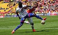 BOGOTÁ -COLOMBIA-17-ABRIL-2016.William Tesillo (Der.) de Independiente Santa Fe   disputa el balón con Yoiver Gonzalez (Izq.) de Pasto durante partido por la fecha 13 de Liga Águila I 2016 jugado en el estadio Nemesio Camacho El Campin de Bogotá./ William Tesillo (R) of Independiente Santa Fe fights for the ball with Yoiver Gonzalez (L) of Pasto during the match for the date 13 of the Aguila League I 2016 played at Nemesio Camacho El Campin stadium in Bogota. Photo: VizzorImage / Felipe Caicedo / Staff