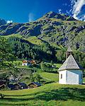 Austria, East-Tyrol, Virgen Valley, Praegraten at Grossvenediger: mountain chapel and Hohe Tauern mountains | Oesterreich, Ost-Tirol, Virgental, Praegraten am Grossvenediger: Bergkapelle und Hohe Tauern