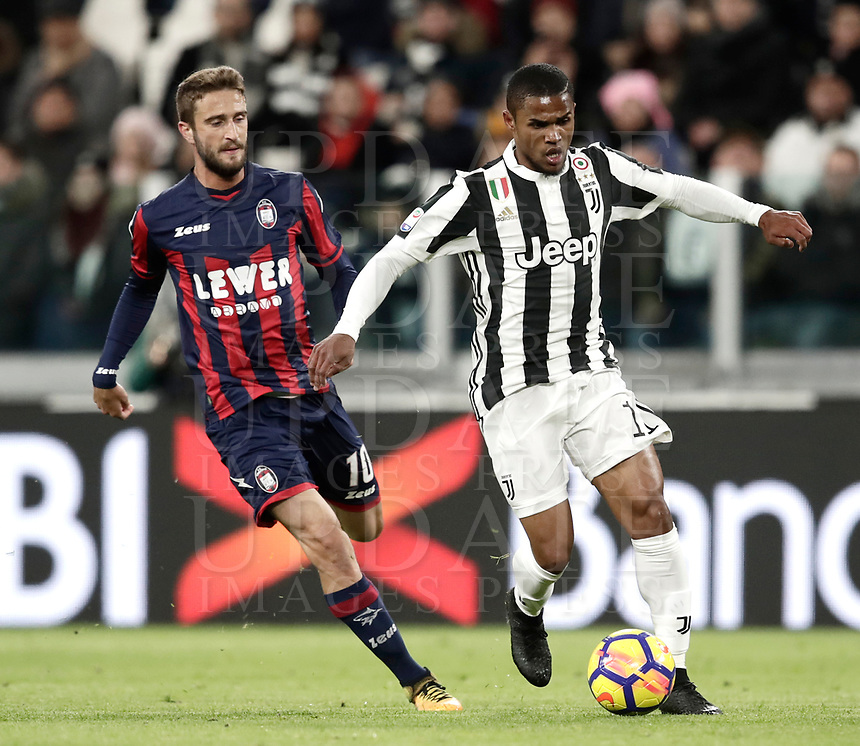 Calcio, Serie A: Juventus - Crotone, Torino, Allianz Stadium, 26 novembre,  2017.<br /> Juventus' Douglas Costa (r) in action with Crotone's Andrea Barberis (l) during the Italian Serie A football match between Juventus and Crotone at Torino's Allianz stadium, November 26, 2017.<br /> UPDATE IMAGES PRESS/Isabella Bonotto