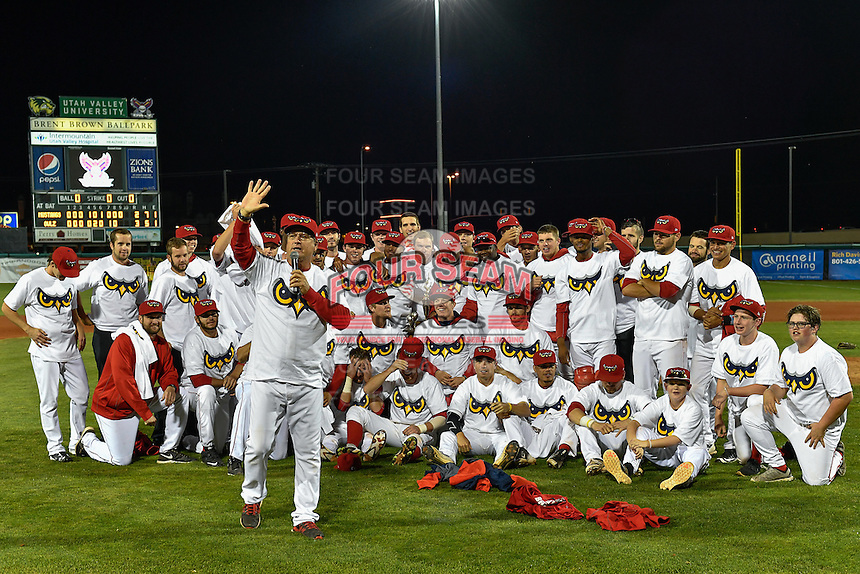 2016 Pioneer League Champions Orem Owlz manager Dave Stapleton (22) talks to his team and the crowd after defeating the Billings Mustangs in Game 2 of the Pioneer League Championship at Home of the Owlz on September 16, 2016 in Orem, Utah. Orem defeated Billings 3-2 and are the 2016 Pioneer League Champions. (Stephen Smith/Four Seam Images)