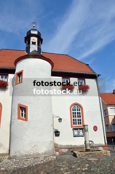 Rathaus von Flomborn mit St. Remigius Kapelle (seit 1765) der Kath. Kirche im Erdgeschoss