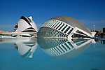 Spain, Costa Blanca, Valencia: The City of Arts and Sciences with Palau de les Arts Reina Sofia and L'Hemisferic planetarium, which also houses the Omnimax theater and a 3D-cinema | Spanien, Costa Blanca, Valencia: Stadt der Kuenste und der Wissenschaften mit Oper und Musikpalast Palau de les Arts Reina Sofia and L'Hemisferic Planetarium, Omnimax Theater und 3D-Kino