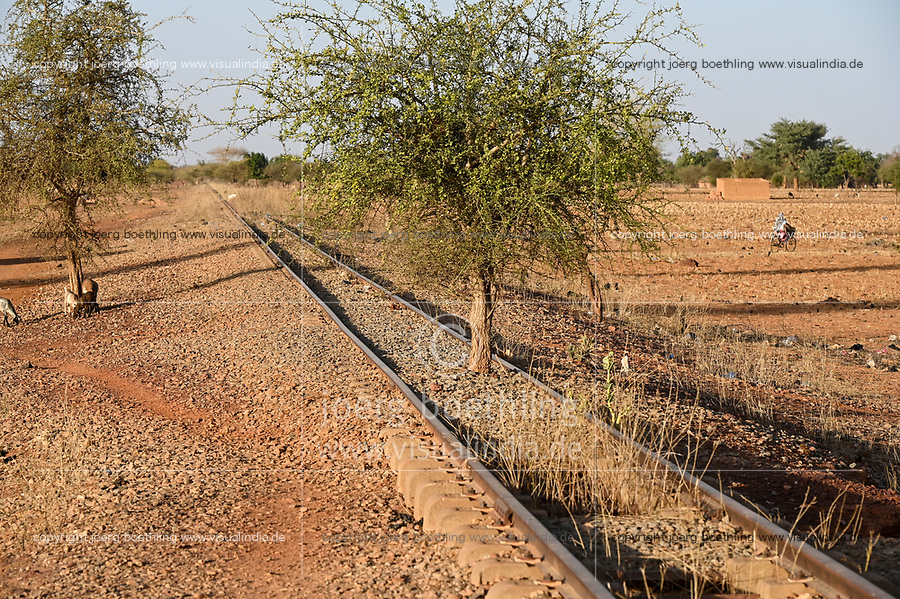 BURKINA FASO, Kaya, abandoned railway line to the Manganese ore mines in Tambao, built during Thomas Sankara time / von Sankara gebaute Eisenbahnlinie zu den Mangan Lagerstätten in Tambao