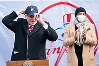 NEW YORK, NEW YORK - FEBRUARY 4:  New York City mayor Bill de Blasio puts a Yankee cap during a press conference about COVID-19 vaccination hub at Yankee Stadium on February 5, 2021 in New York City. Yankees legend Mariano Rivera visit the Yankee Stadium on Friday as it was transformed into a COVID-19 vaccination mega-facility for resident of the zone. (Photo by Eduardo MunozAlvarez/VIEWpress)
