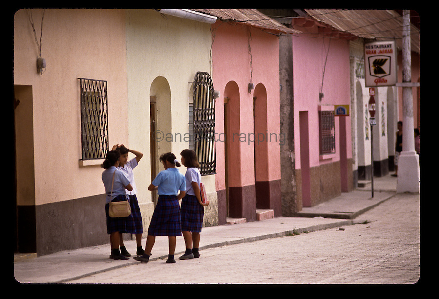 People and street scenes and everyday life in the city of Flores in Guatemala. ©Anacleto Rapping