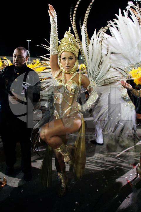 SÃO PAULO, SP, 06 DE MARÇO DE 2011 - CARNAVAL 2011 / GAVIÕES DA FIEL  - A humorista Sabrina Satto, da Gaviões da Fiel durante o segundo dia dos desfiles das escolas do Grupo Especial de São Paulo, no Sambódromo do Anhembi, zona norte da capital paulista, na madrugada deste domingo. (06). (FOTO: ALE VIANNA / NEWS FRE).