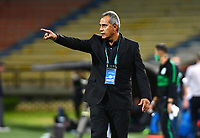 MEDELLIN - COLOMBIA, 30-09-2020: Hernan Torres técnico del Tolima gesticula durante partido por la fecha 9 de la Liga BetPlay DIMAYOR I 2020 entre Atlético Nacional y Deportes Tolima jugado en el estadio Atanasio Girardot de la ciudad de Medellín. / Hernan Torres coach of Tolima gestures during match for the date 9 as part of BetPlay DIMAYOR League I 2020 between Atletico Nacional and Deportes Tolima played at Atanasio Girardot stadium in Medellín city. Photo: VizzorImage / Luis Benavides / Cont