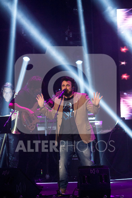 """09.04.2012. Teatro Arteria Coliseum. Madrid. Spain.  Concert singer Huecco  in the """"Gala Dame Vida 500"""" in which he also delivered the gold disc from the hands of Vicente del Bosque. In the presence of Anne Igartiburu as host, and Emilio Butragueno cone representative of its foundation. In the image Concert Huecco (Alterphotos/Marta Gonzalez)"""