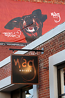 The outside signs of the Wag Hotel located at 14th Street in San Francisco on Sunday, May 13, 2007. The Wag hotel, a luxury resort for dogs, opened in San Francisco on Saturday, May 12, 2007. It offers over 230 rooms and suites specifically designed for its four-legged guests as well as spa services such as pedicures, facials, massage and grooming. <br /> <br /> <br /> <br /> <br /> <br /> (Bildtechnik: sRGB, <br /> <br /> 26.69 MByte vorhanden)