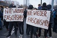 """Mehr als 3.500 Menschen protestierten am Samstag den 22. November 2014 in Berlin Marzahn-Hellersdorf gegen einen Aufmarsch von ca. 550 Neonazis, Hooligans, NPD-Mitgliedern, Mitgliedern der Neonazipartei """"Die Rechte"""", sowie einer sog. Buergerinitiative """"Gegen Asylmissbrauch den Mund aufmachen"""".<br /> Die Rechtsradikalen wollten gegen eine geplante Fluechtlingsunterkunft protestieren und durch den Stadtteil marschieren.<br /> Dagegen versammelten sich bereits Stunden vor dem Neonazi-Aufmarsch ueber 1.500 Menschen an mehreren Punkten der Marschroute an den Polizeiabsperrungen.<br /> Bis zum Einbruch der Dunkelheit konnte der rechtsradikale Aufmarsch nur ca. 70 Meter Wegstrecke zurueck legen und wurde dann von der Polizei in einer chaotischen Aktion zum S-Bahnhof gebracht. Gegendemonstranten gelang es nach unverstaendlichen Polizeimanoevern bis auf wenige Meter an die Rechtsradikalen zu gelangen und es kam zu Auseinandersetzungen bei denen beide Seiten sich mit Flaschen, Steinen und Feuerwerkskoerpern bewarfen.<br /> 22.11.2014, Berlin<br /> Copyright: Christian-Ditsch.de<br /> [Inhaltsveraendernde Manipulation des Fotos nur nach ausdruecklicher Genehmigung des Fotografen. Vereinbarungen ueber Abtretung von Persoenlichkeitsrechten/Model Release der abgebildeten Person/Personen liegen nicht vor. NO MODEL RELEASE! Nur fuer Redaktionelle Zwecke. Don't publish without copyright Christian-Ditsch.de, Veroeffentlichung nur mit Fotografennennung, sowie gegen Honorar, MwSt. und Beleg. Konto: I N G - D i B a, IBAN DE58500105175400192269, BIC INGDDEFFXXX, Kontakt: post@christian-ditsch.de<br /> Bei der Bearbeitung der Dateiinformationen darf die Urheberkennzeichnung in den EXIF- und  IPTC-Daten nicht entfernt werden, diese sind in digitalen Medien nach §95c UrhG rechtlich geschuetzt. Der Urhebervermerk wird gemaess §13 UrhG verlangt.]"""