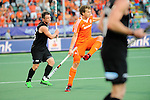 The Hague, Netherlands, June 10: Shea McAleese #25 of New Zealand passes the ball during the field hockey group match (Men - Group B) between New Zealand and The Netherlands on June 10, 2014 during the World Cup 2014 at Kyocera Stadium in The Hague, Netherlands. Final score 1-1 (0-1) (Photo by Dirk Markgraf / www.265-images.com) *** Local caption ***