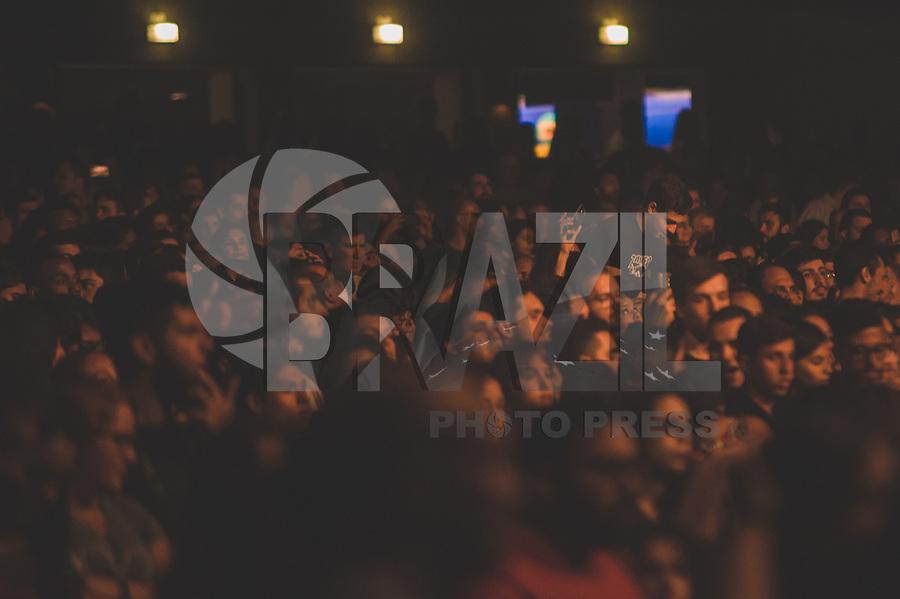 RIO DE JANEIRO, RJ, 22.03.2018 - SHOW-RJ - Apresentação do grupo Imagine Dragons no KM de Vantagens Hall, zona oeste do Rio de Janeiro na noite desta quinta-feira (22). Imagine Dragons é uma banda de indie rock formada em Las Vegas, Nevada, Estados Unidos. O nome do grupo é um anagrama, mas a palavra original é desconhecida, exceto para os membros da banda. (Foto: Jayson Braga / Brazil Photo Press)