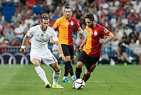 Real Madrid´s Gareth Bale (L) and Galatasaray´s Sabri Sarioglu during Santiago Bernabeu Trophy match at Santiago Bernabeu stadium in Madrid, Spain. August 18, 2015. (ALTERPHOTOS/Victor Blanco)