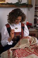 Europe/Autriche/Tyrol/Schlitters: Broderie chez Mme Hirschuber