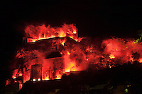 Europe/Europe/France/Midi-Pyrénées/46/Lot/Rocamadour:  embrasement de la cité et feux d'artifice lors des mongolfiades