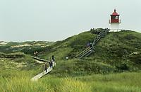 Leuchtturm, Leuchtfeuer auf der Insel Amrum, Holzbohlenweg führt durch Dünen, Dünenlandschaft, Nordsee, Schleswig-Holstein