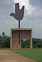 Chandigar, città progettata da Le Corbusier nel 1953, il monumento simbolo, mano aperta e colomba della pace