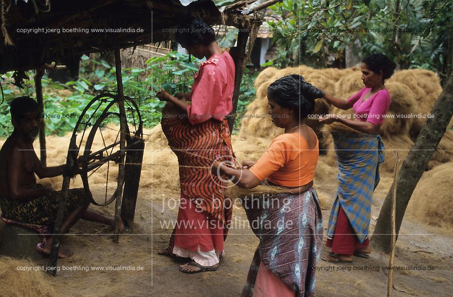 INDIA, Kerala, Allepey, processing of coconut fibre for coir industry, woman spinning fibres to yarn which is used fo door mats or floor cover / INDIEN, Kerala, Verarbeitung von Kokosnüßen zu Kokosfasern Coir, Frauen spinnen Fasern zu Garn