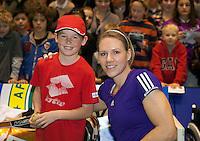 18-12-10, Tennis, Rotterdam, Reaal Tennis Masters 2010, Esther Vergeer met de vanger van de gouden bal