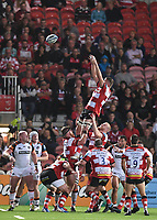 24th September 2021;  Kingsholm Stadium, Gloucester, England; Gallaher Premiership Rugby, Gloucester Rugby versus Leicester Tigers: Ed Slater of Gloucester wins the lineout ball