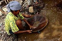 05-08-2010-GARIMPO-Materia feita no Municipio de Viseu-pará na ilha de Sanauma onde pescadores,moradores da cidade e outras lugares estam indo e dormindo diariamente tira ouro n mangue são mais de 300 pessoas no local.<br /> <br /> FOTO: TARSO SARRAF
