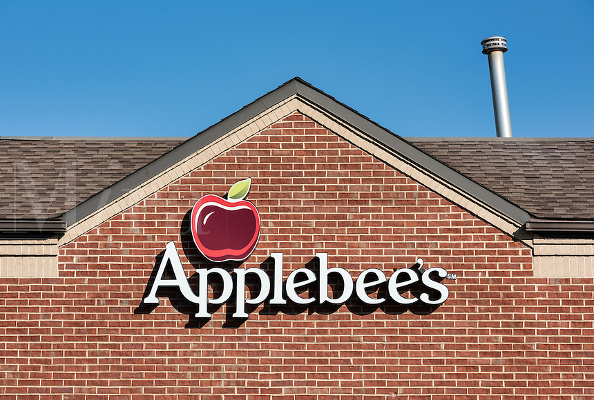 Applebee's restaurant exterior logo, New York, USA