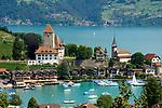 CHE, Schweiz, Kanton Bern, Berner Oberland, Spiez: Schloss Spiez und Schlosskirche am Thunersee   CHE, Switzerland, Bern Canton, Bernese Oberland, Spiez: castle Spiez with castle church at Lake Thun