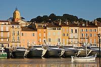 Europe/France/Provence-Alpes-Côte d'Azur/83/Var/ Saint-Tropez: le port, ses yacht et pointu méditerranéen